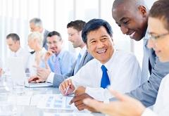 国籍の異なる人々のミーティング風景